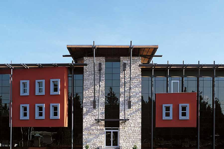Saruhan Konservecilik Binası 2015 Koleksiyon Mimarları ağırlıyor sergisinde yer aldı.